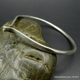 Single Twist Sterling Silver Bangle